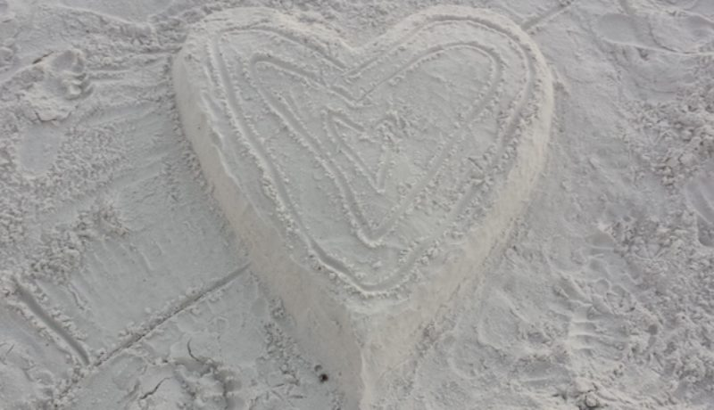 heart in sand,lo